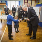 children give painting to Royal visitor